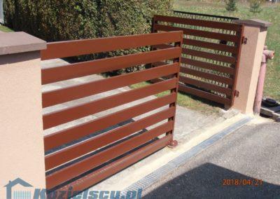 Brama dwuskrzydłowa z paneli aluminiowych